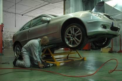 Elevateur basculant mobile pour atelier de garage levage for Garage vallauris auto